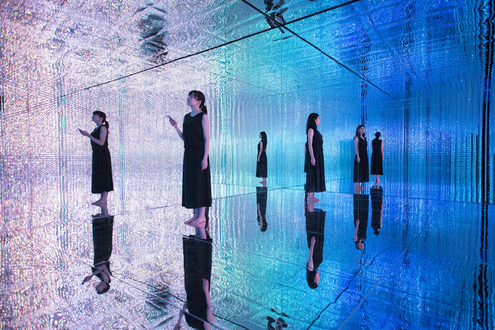 TeamLab |Through Crystal Universe